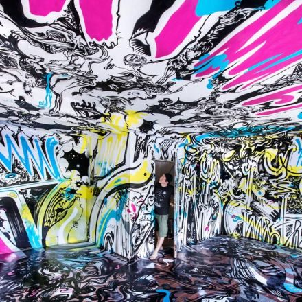 THE HAUS Berlin: Abandoned building taken over by 165 street artists.