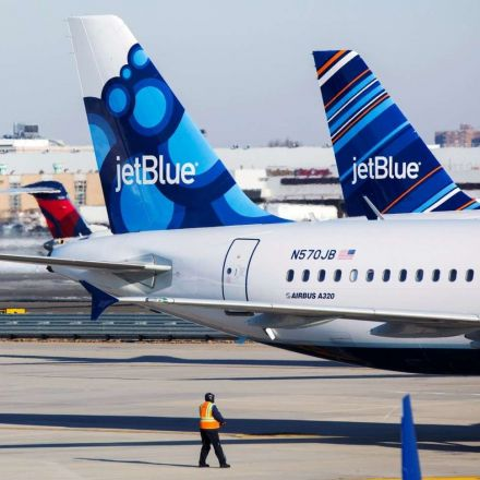 Passenger says JetBlue booted his family from flight over a birthday cake