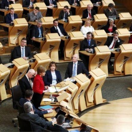 Scottish Parliament backs referendum call