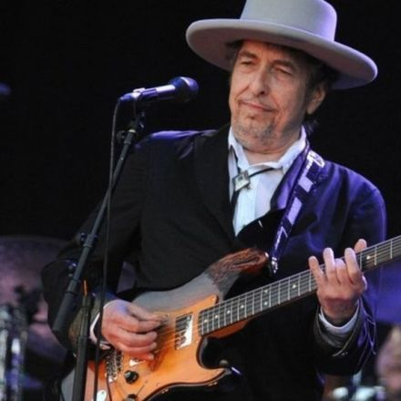Bob Dylan finally agrees to accept Nobel Prize for Literature