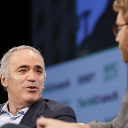 """""""We should not talk about jobs being lost but people suffering,"""" says Kasparov onAI"""