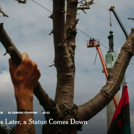 From Lofty Perch, New Orleans Monument to Confederacy Comes Down