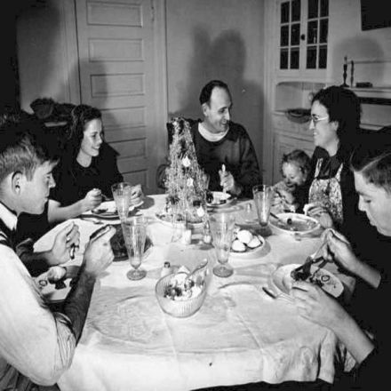 """Enough Is Better Than a Feast"": Christmas Dinner in the Time of the Great Depression"
