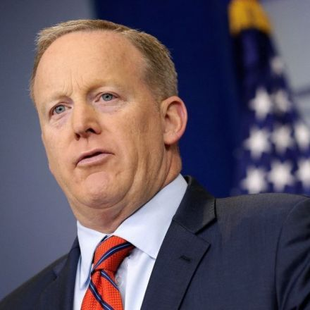 Yad Vashem museum urges Spicer to learn about the Holocaust after Hitler comment