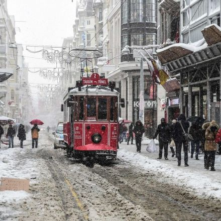 Heavy Snowfall Paralyses Istanbul