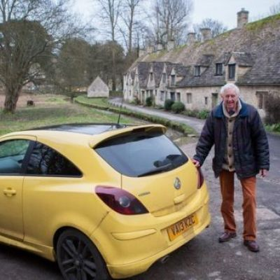 Yellow car owners join rally in support of 'ugly' car