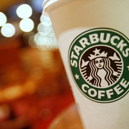 Starbucks to hire 10,000 refugees across the world after Donald Trump's travel ban