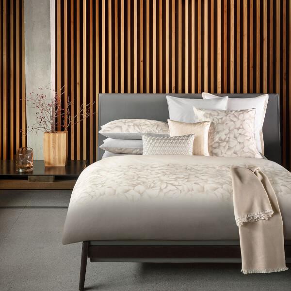Floral designer Hugo BOSS Opalia Pearl Duvet Cover