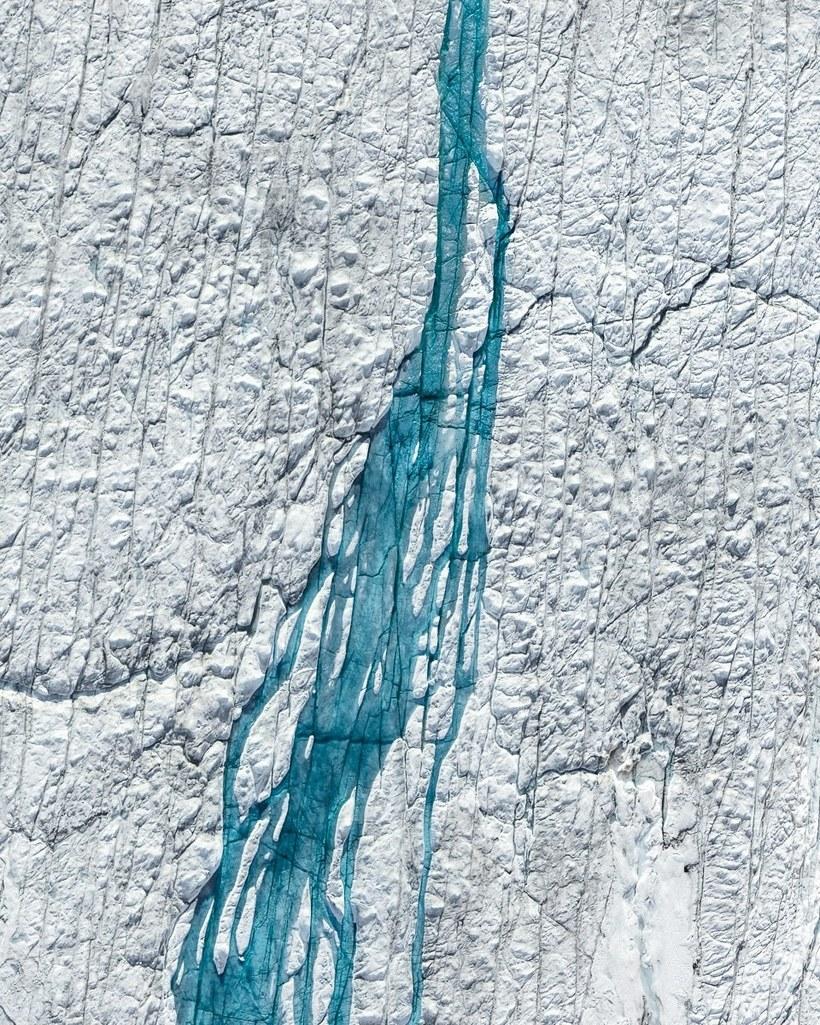 Фотограф сделал зловещие аэроснимки таяния ледяного покрова Гренландии