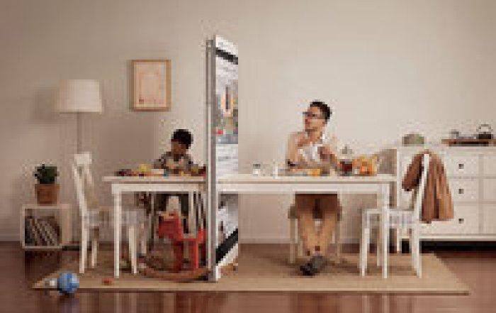 Стена из смартфонов: в Китае выпустили социальную рекламу, как гаджеты разделяют людей