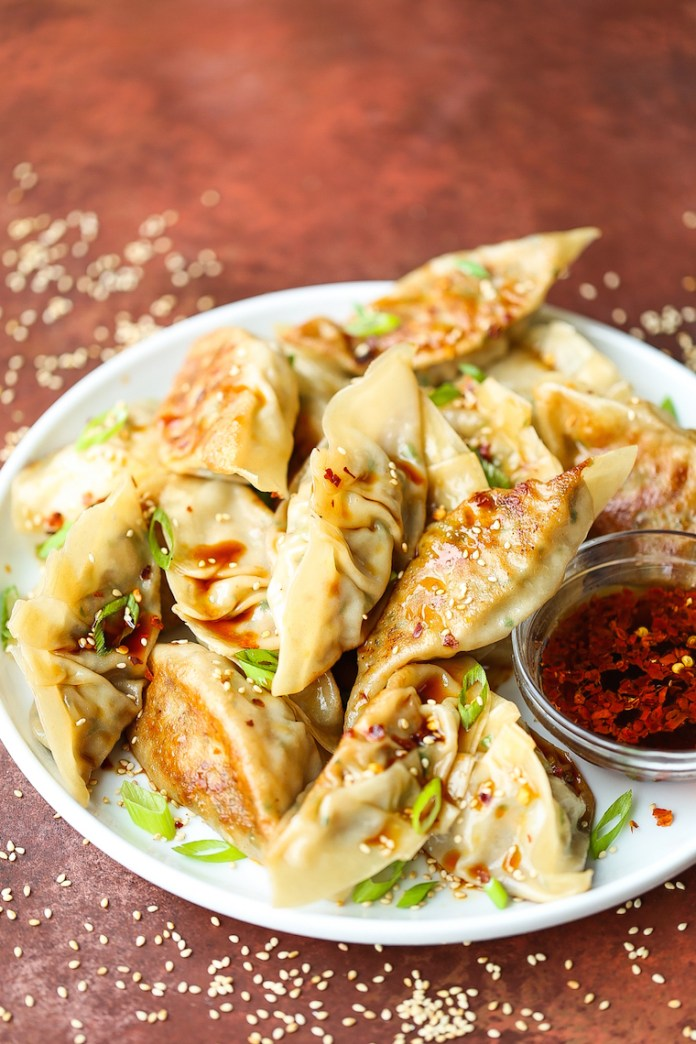 Vegetable Potstickers - Meatless potstickers that taste even better than the meat-filled ones! PROMISE! And these taste 10000x better than the freezer-kind!