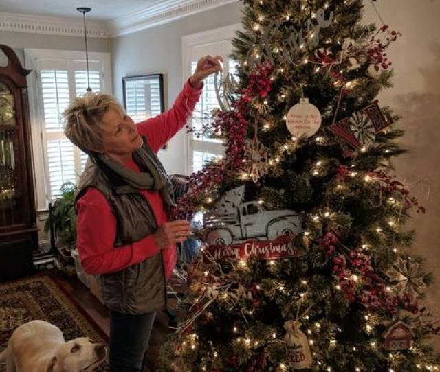 Tracy Hiatt Puts The Finishing Touches On Her Christmas Tree Submitted Photos