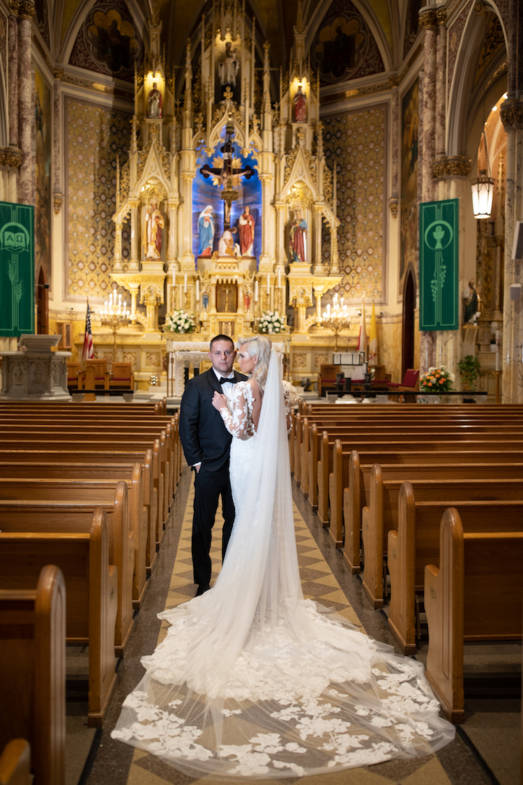 Glamorous Black and Gold New York City Wedding with Luxury Details