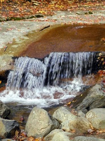 15-flume-rock-water