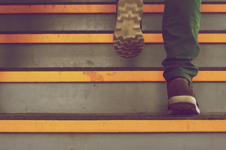 別再腿軟了,樓梯愈爬愈健康!