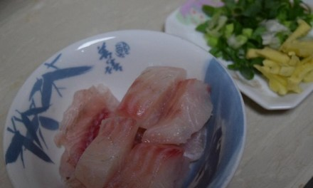【休斯教練的水煮私房菜】-香蔥水煮鯛魚佐甜醬燙秋葵