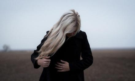 抽菸、壓力,6個原因讓你年紀輕輕就白髮