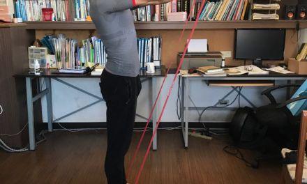 沒有足夠器材?一條彈力繩,變身行動健身房
