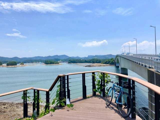 熊本県天草パールラインはいくつもの橋を渡りながら島を巡ることができます。全国的にはしまなみ海道に注目されがちですが、熊本〜長崎界隈にもこのような快走路がたくさん整備されています。おすすめ!photo:神楽坂つむり