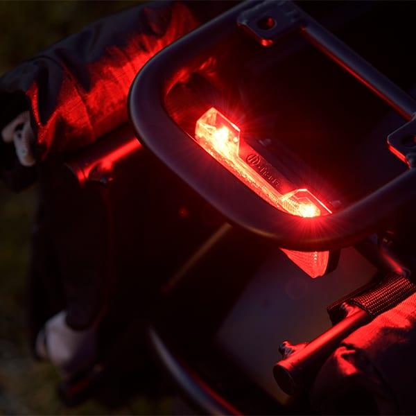 """""""突然の電池切れ""""に陥りにくい前後ライト、信頼性の高い鍵が完成車の状態でついてくる。かなり嬉しい仕様だ。"""