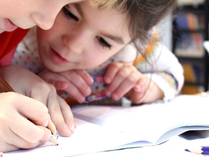 遊び、ゲーム、自然な会話を通じて、英語がナチュラルに身につくようなレッスン!子供達は楽しいから英語を好きになる、好きだから続く、続くから自信がつき、もっと学びたくなるというスパイラルでどんどん英語でのコミュニケーション力を高めていきます!