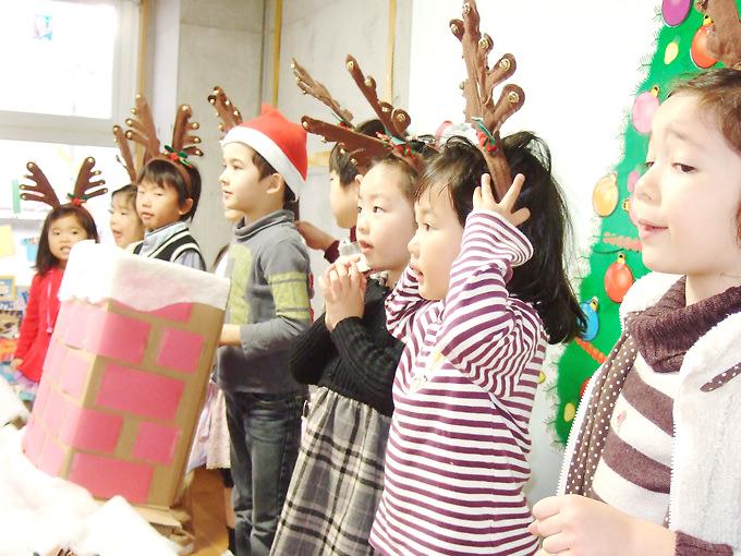 サンズインターナショナルプリスクールのクリスマス発表会では子ども達があああああ