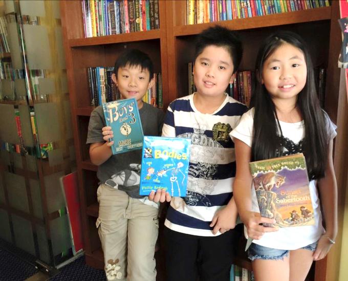 それぞれの興味がある本をピックアップ。英語で本を読むことに抵抗がなくなりました。