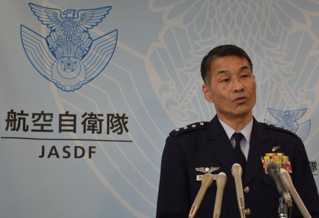 C2の本格運用へ「今年中に訓練を終了させる」と記者会見で語る丸茂吉成・航空幕僚長=1月26日、防衛省