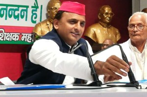 politics akhilesh yadav oppose u.p. governer at teachers event