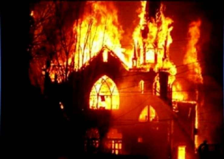 church-torched-by-muslims-pakistan