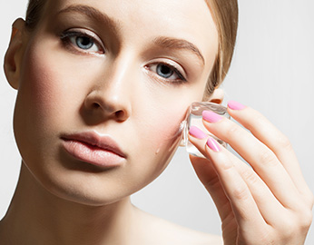 Cara salah bersihkan makeup