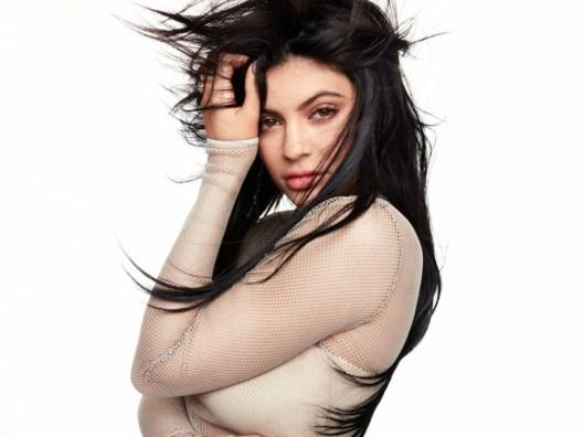 tampil matte seperti Kylie Jenner