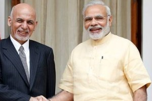 Afghan President Ashraf Ghani (L) and India's Prime Minister Narendra Modi pose for the media outside Hyderabad House in Delhi, India September 14, 2016. REUTERS/Cathal McNaughton