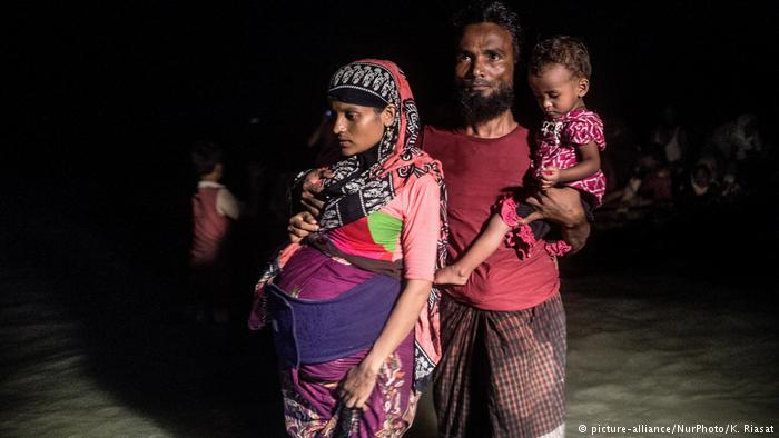 RohingyaFamily_DW