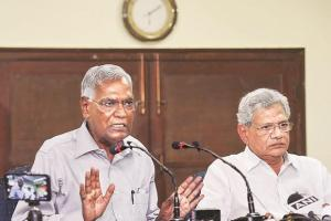 سی پی آئی جنرل سکریٹری ڈی راجا اور سی پی آئی (ایم) جنرل سکریٹری سیتارام یچوری (فوٹو : پی ٹی آئی)