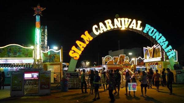 ทางเข้ามหกรรมสวนสนุก Siam Carnival