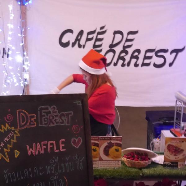 ร้าน Cafe' De Forrest มีเมนูข้าวแกงกะหรี่ไข่ข้นให้ลอง
