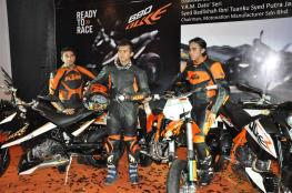 KTM-Duke-R-2011-Launch-102