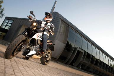 KTM-Duke-R-2011-Launch-121