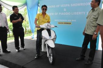 Piaggio Liberty 150cc Launch at New Vespa Showroom - 06
