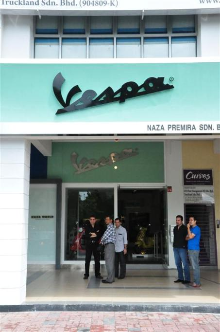 Piaggio Liberty 150cc Launch at New Vespa Showroom - 11