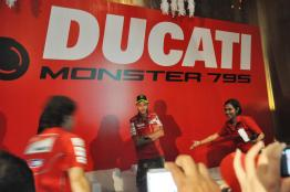 Ducati-Monster-795-Launch-055-Valentino-Rossi
