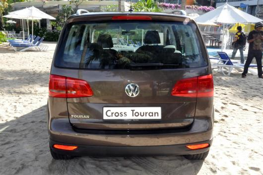 Volkswagen-Cross-Touran-09