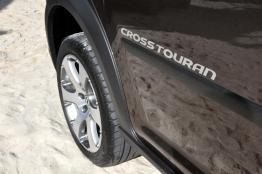 Volkswagen-Cross-Touran-11