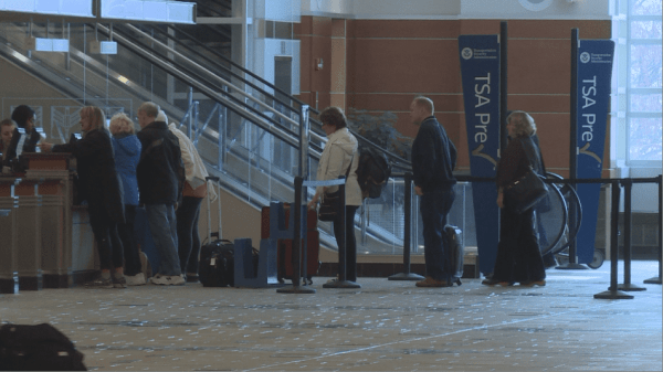Air travelers pleased with on-time flights - WKOW