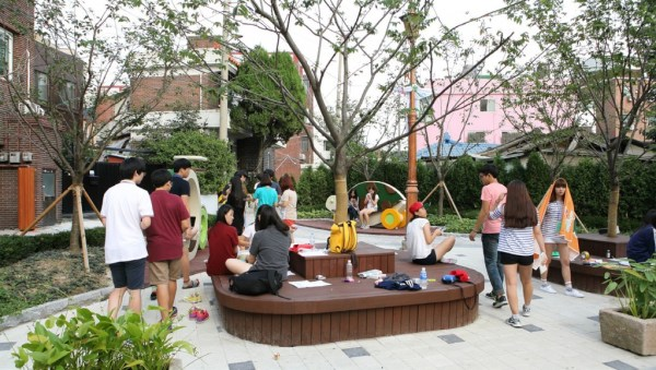 Areas previously designated for parking were redesigned as pocket parks and public spaces for residents to enjoy. © Suwon City Council.