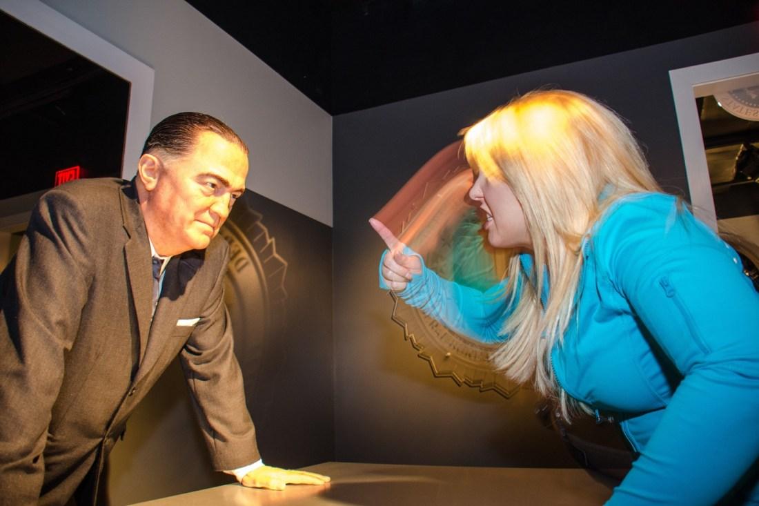 Hier schimpft eine Besucherin mit der Wachsfigur von Hoover. Foto: Flickr