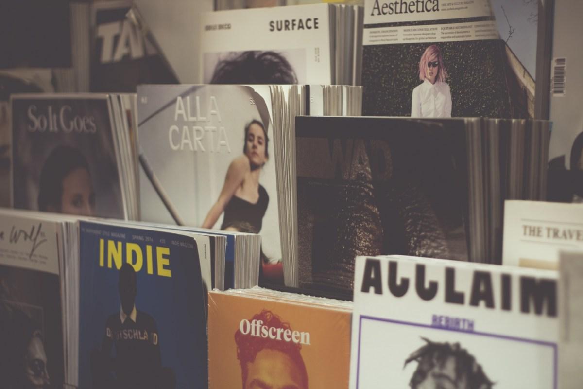 Magazine und Zeitschriften im Regal. Foto: Rita Morais/Unsplash
