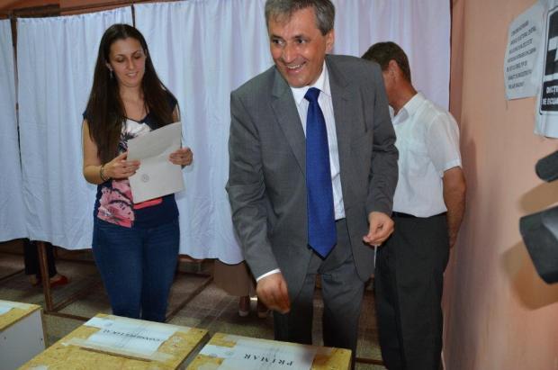 Andra Vela și tatăl ei, primarul.