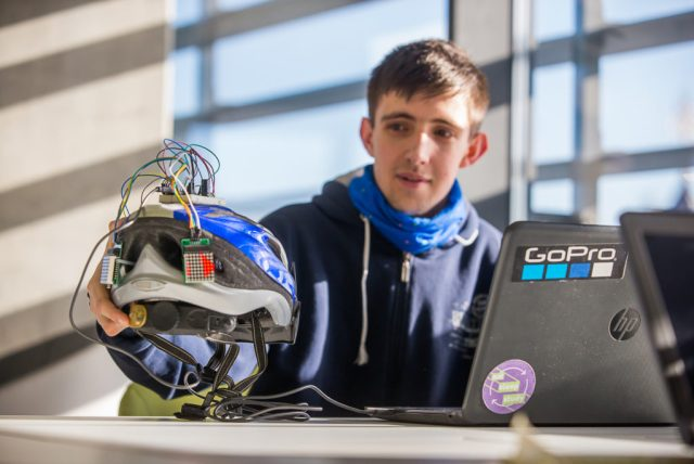 Студент УКУ розробив розумний велошолом, що за нахилом голови показує сигнали поворотів та зупинки - DSC 4533
